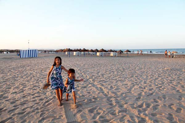 Playa de las Arenas al atardecer