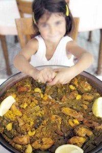 La paella, un plato que gusta a los más pequeños