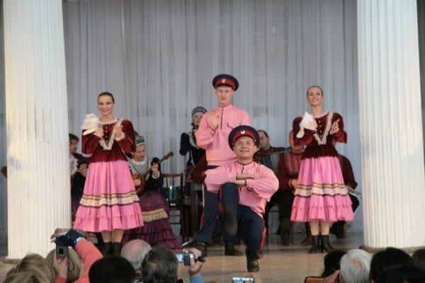 Bailes típicos en el Palacio de Nicolaevsky.