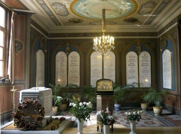 Tumba de los Romanov en la fortaleza de Pedro y Pablo en San Petersburgo