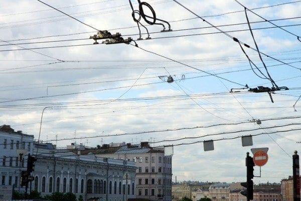 Cables del tranvía en San Petersburgo