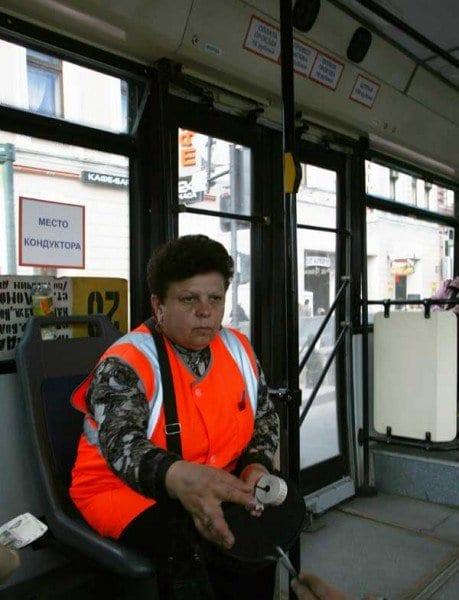 Cajera en un autobús en San Petersburgo