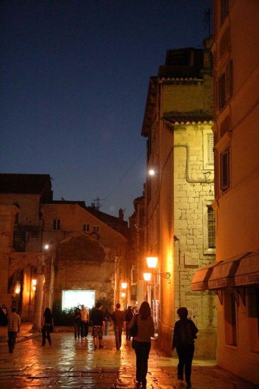 Vista nocturna de Split
