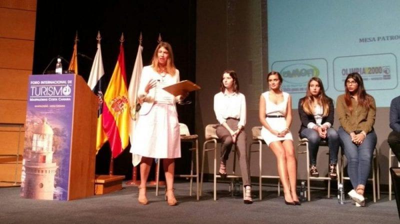 Nani Arenas en un congreso con estudiantes en Maspalomas