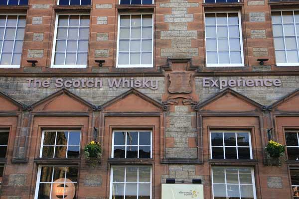 Fachada del museo del Whisky en Edimburgo