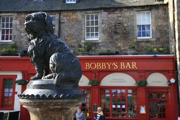 Escultura dedicada al perro Bobby