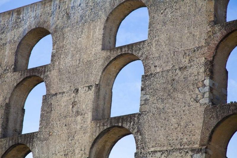 Detalle de los arcos del acueducto