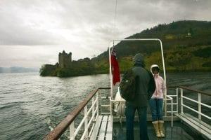 Vistas del castillo de Urquhart desde el barco