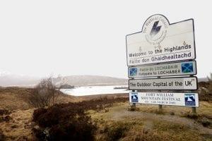 Señal que anuncia la llegada a las Highlands escocesas