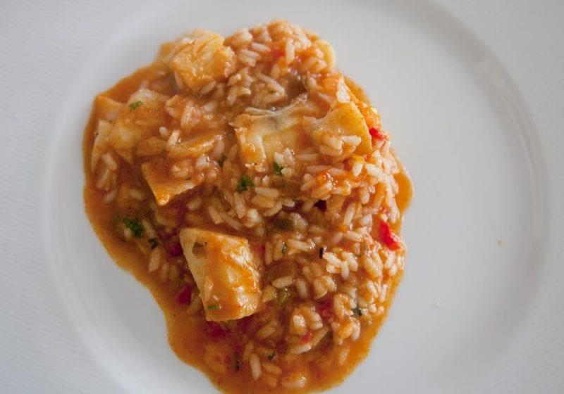 Plato de arroz en el restaurante Hotel Santo Antonio