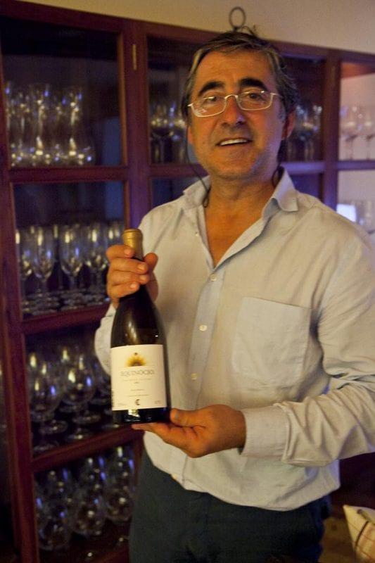 Joao produce vino en los viledos que rodean el turismo rural Cabeças do Reguengo
