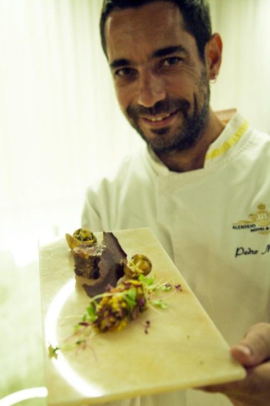 el chef Pedro Mendez ha escrito el libro de recetas, el renacer de la bellota
