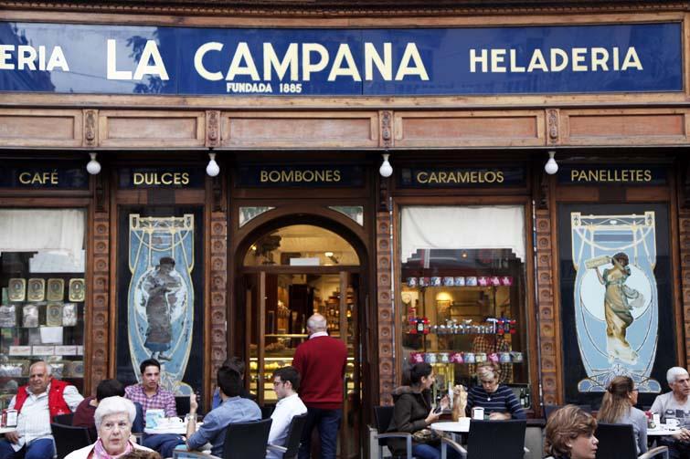 La campana es una de las heladerías con más solera de Sevilla