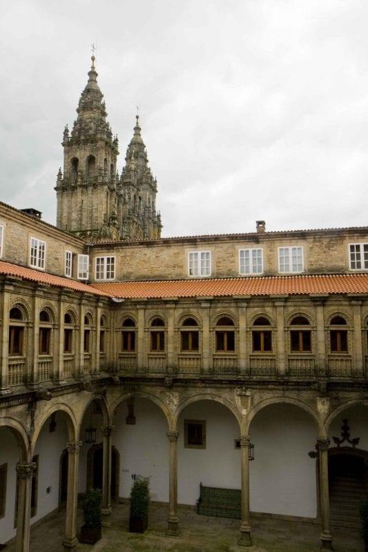 Vista de la Catedral desde el claustro del Parador