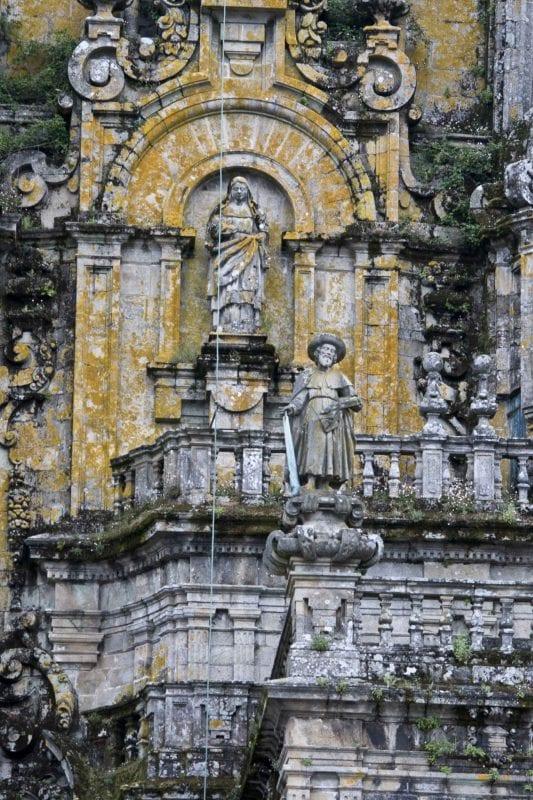 Escultura de Santiago Apóstol en Santiago de Compostela