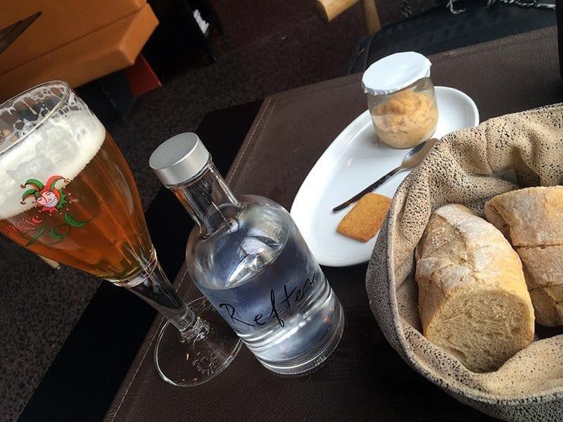 En Brujas las cervezas locales son de cebada y elaboradas artesanalmente