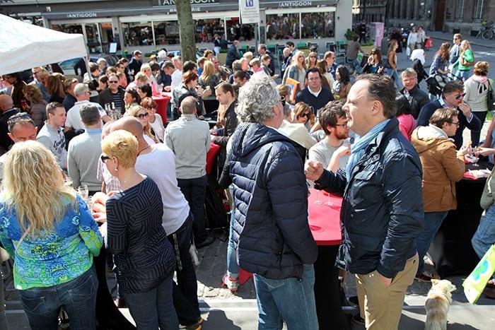El mercado de los pájaros abre de 8 a 16h los sábados y hasta las 14 horas los domingos
