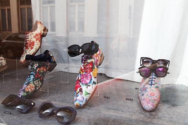 Hoet vende zapatos y gafas