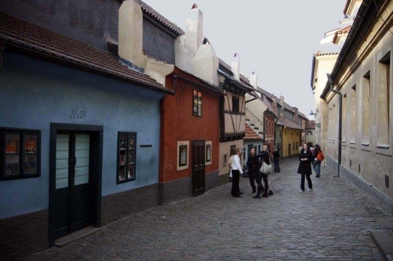 La casa de Kafka en el callejón del Oro hoy acoge una coqueta librería especializada en la obra del autor checo.