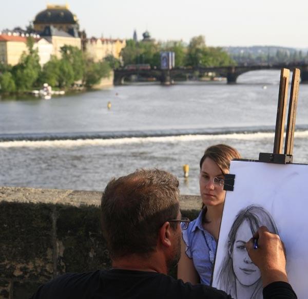 En el puente de Carlos siempre hay artistas