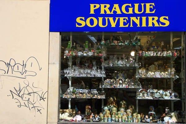 tienda de recuerdos en Praga