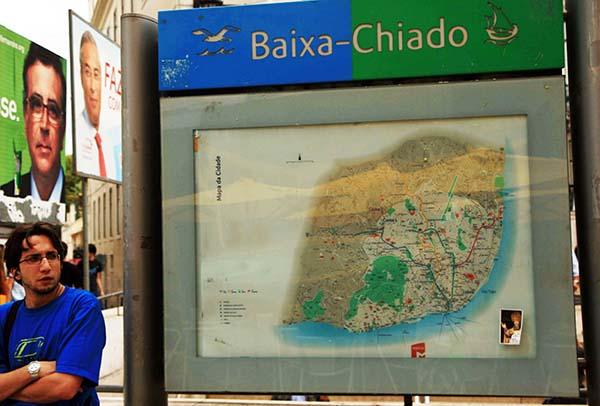 Carteles electorales de las municipales del 2007 en la plaza del chiado