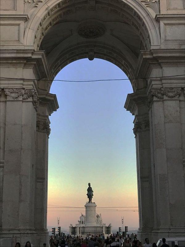 El arco de Triunfo de la plaza del Comercio es del año 1875