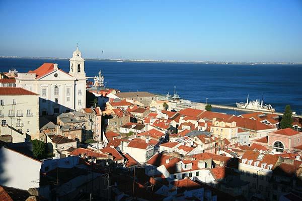 Panoramica de Lisboa y el Tajo desde Alfama