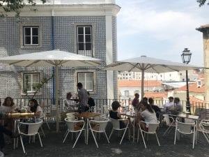 Uno de los cientos de miradores que hay en Lisboa