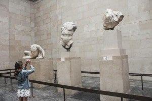 Esculturas en la sala del Partenón