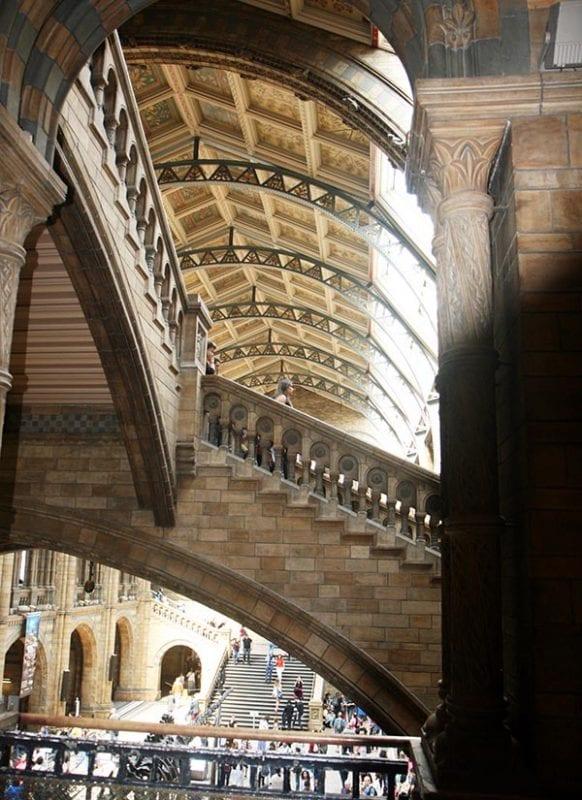 Las escaleras son también características del museo