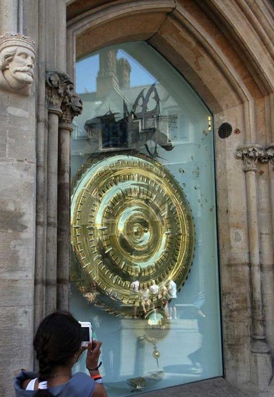 Stephen Hawking, alumno de Cambridge, fue el encargado de inaugurar el Corpus Clock