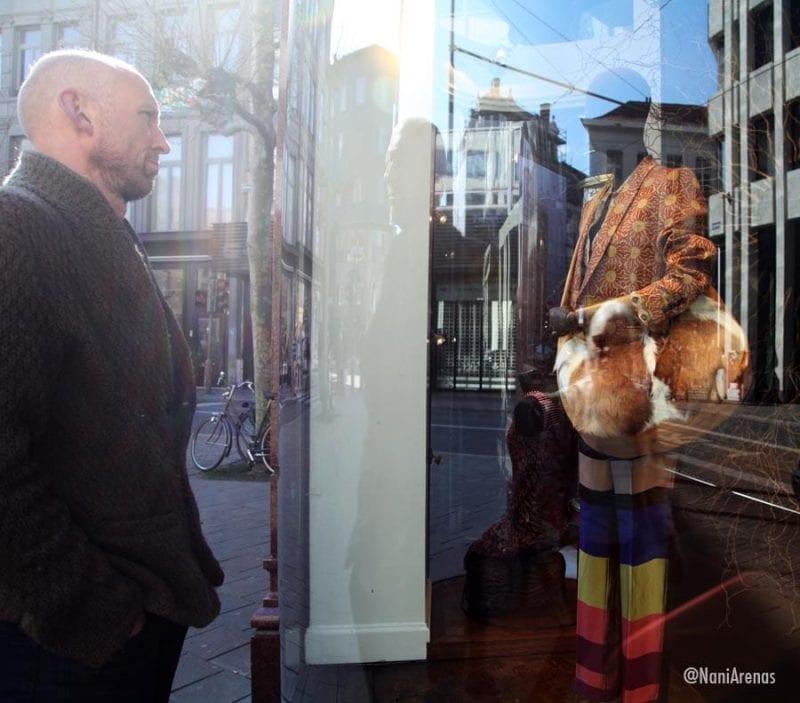 El escaparate de la tienda de Dries Van Noten es casi un monumento