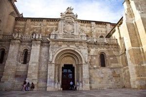 Fachada de la Colegiata de San isidoro