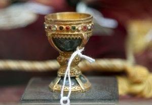 Reproducción del Santo Grial a la venta en una tienda en León