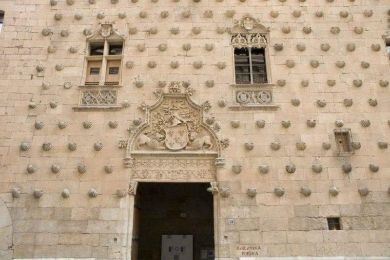 La Casa de las Conchas es una de las joyas de la arquitectura civil