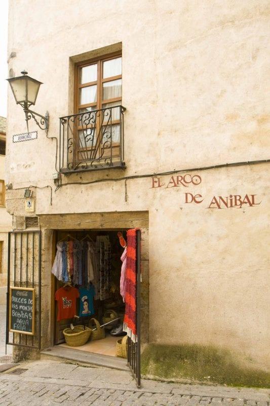 Salamanca destaca por el color miel de sus fachadas