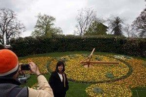 La foto ante el reloj florido es típica de Ginebra