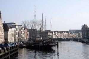 Leiden está a sólo 20 minutos en tren desde Amsterdam