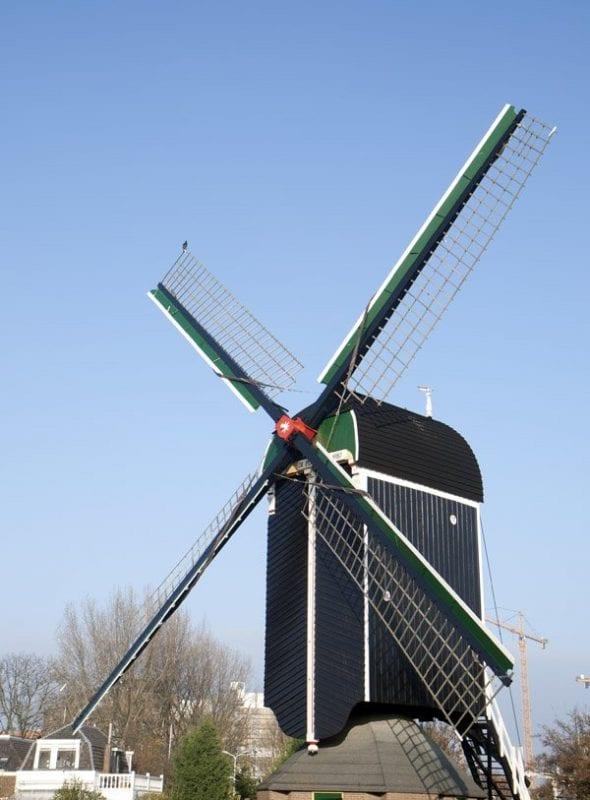 Un molino holandés tradicional en Leiden