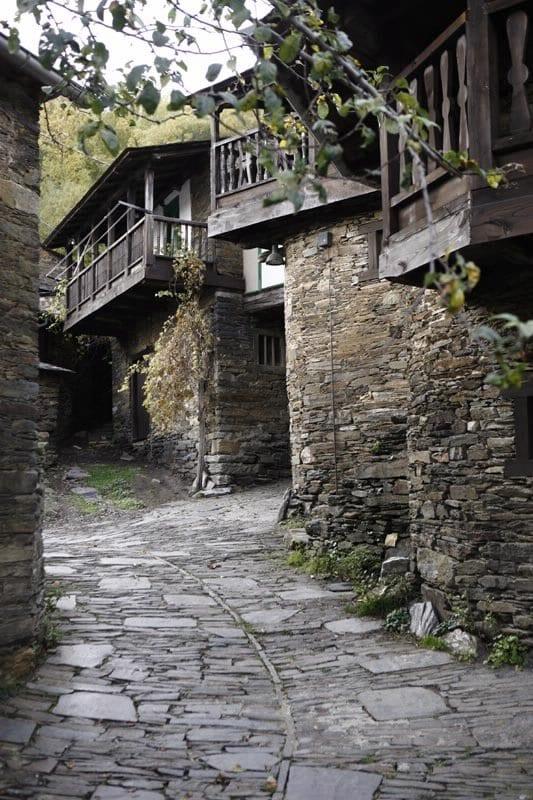 Balcones de madera típicos de la zona