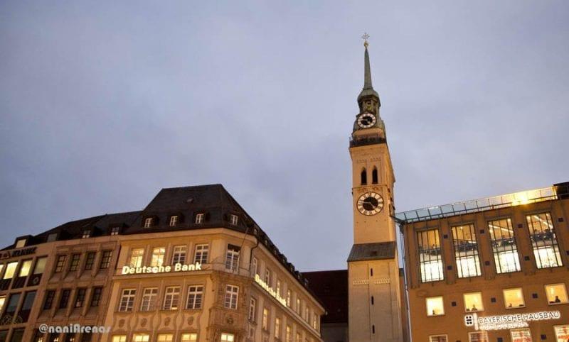 La torre de la Peterskirche destaca en toda la ciudad