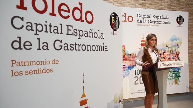 "La alcaldesa de Toledo presentó la imagen ""Capital de la gastronomía 2016"""