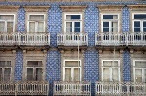 Fachadas con azulejos en Guimarães