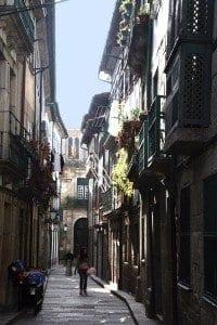 Santa María es una rúa estrecha y tranquila pero repleta de edificios históricos.