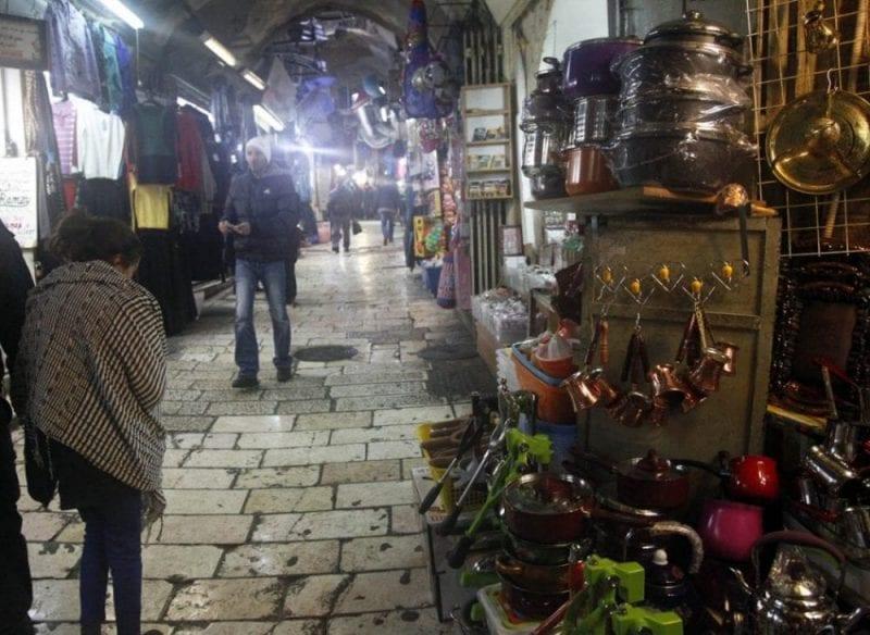 Una de las muehcas callejuelas de la ciudad vieja de Jerusalén