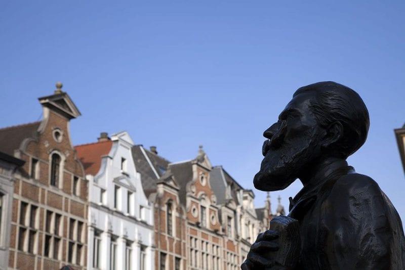 Bruselas mirada escultura