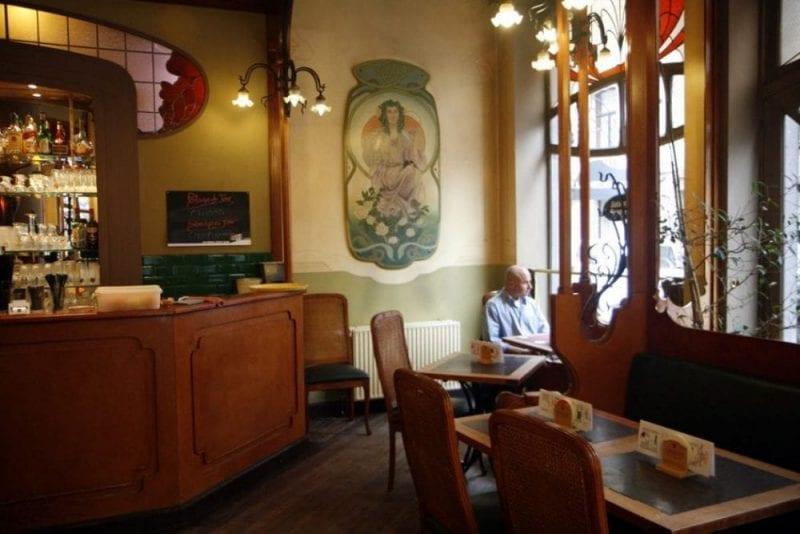 Restaurante modernista Verre de L'eau