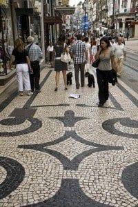 Las calles del centro de Oporto son de adoquines