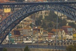Detalle del puente obra de Eiffel en Oporto